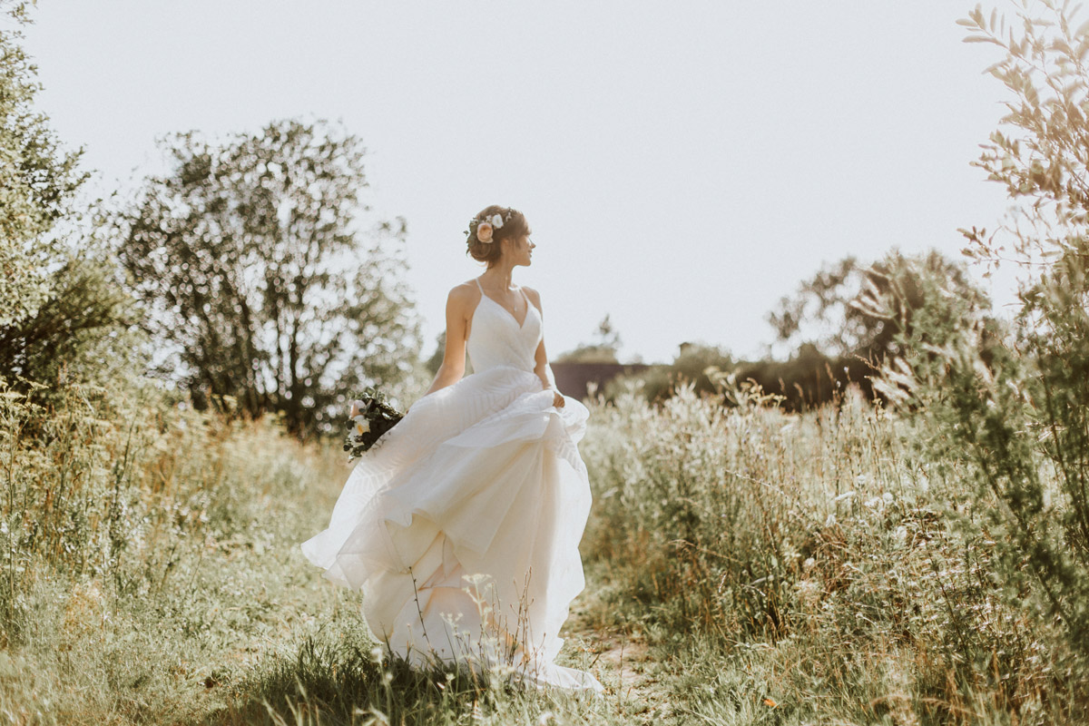 Liene-Petersone wedding photography, bride, nature, natural light
