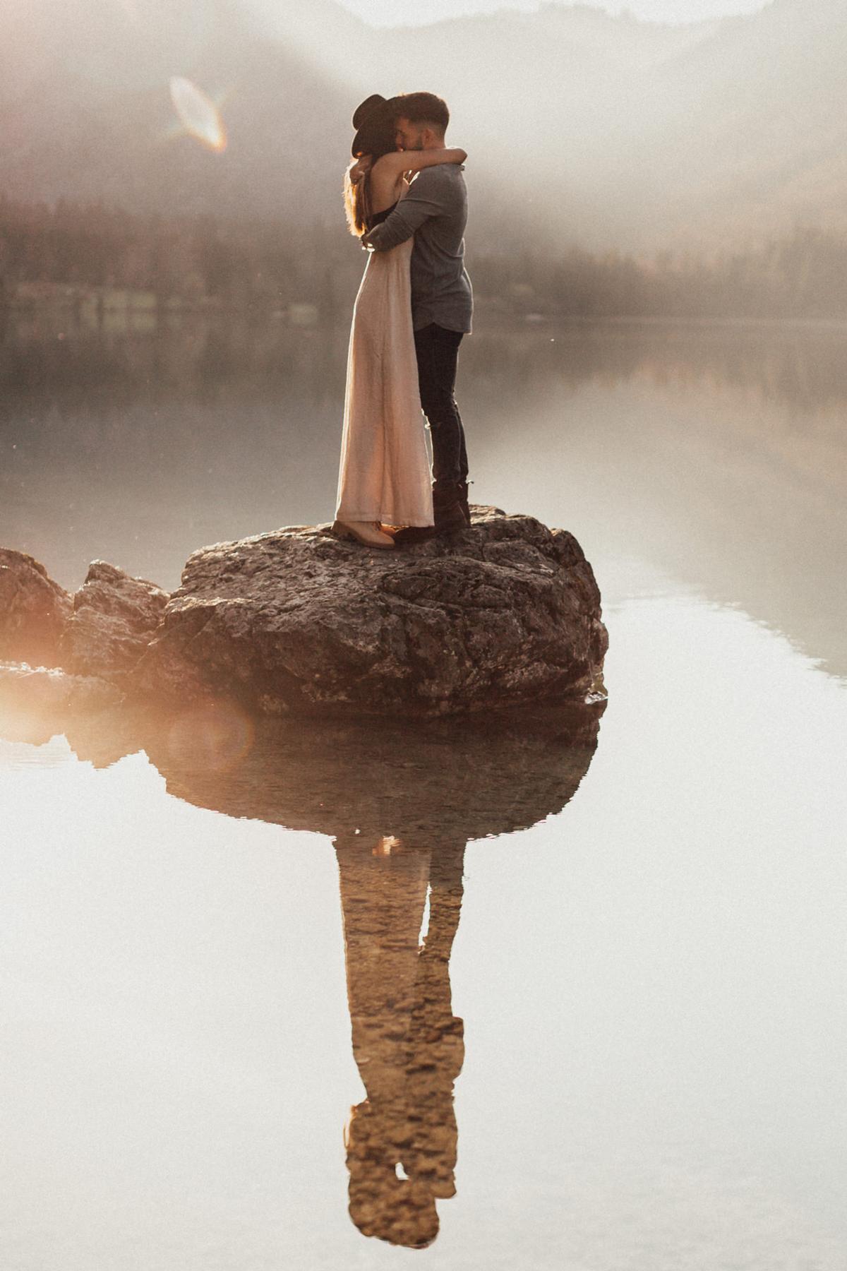 wedding-photographer-germany-melli-shayne-Things I wish I knew before I started a Photography Business - Lakeside-Couple-shoot-Mountains-Inspiration
