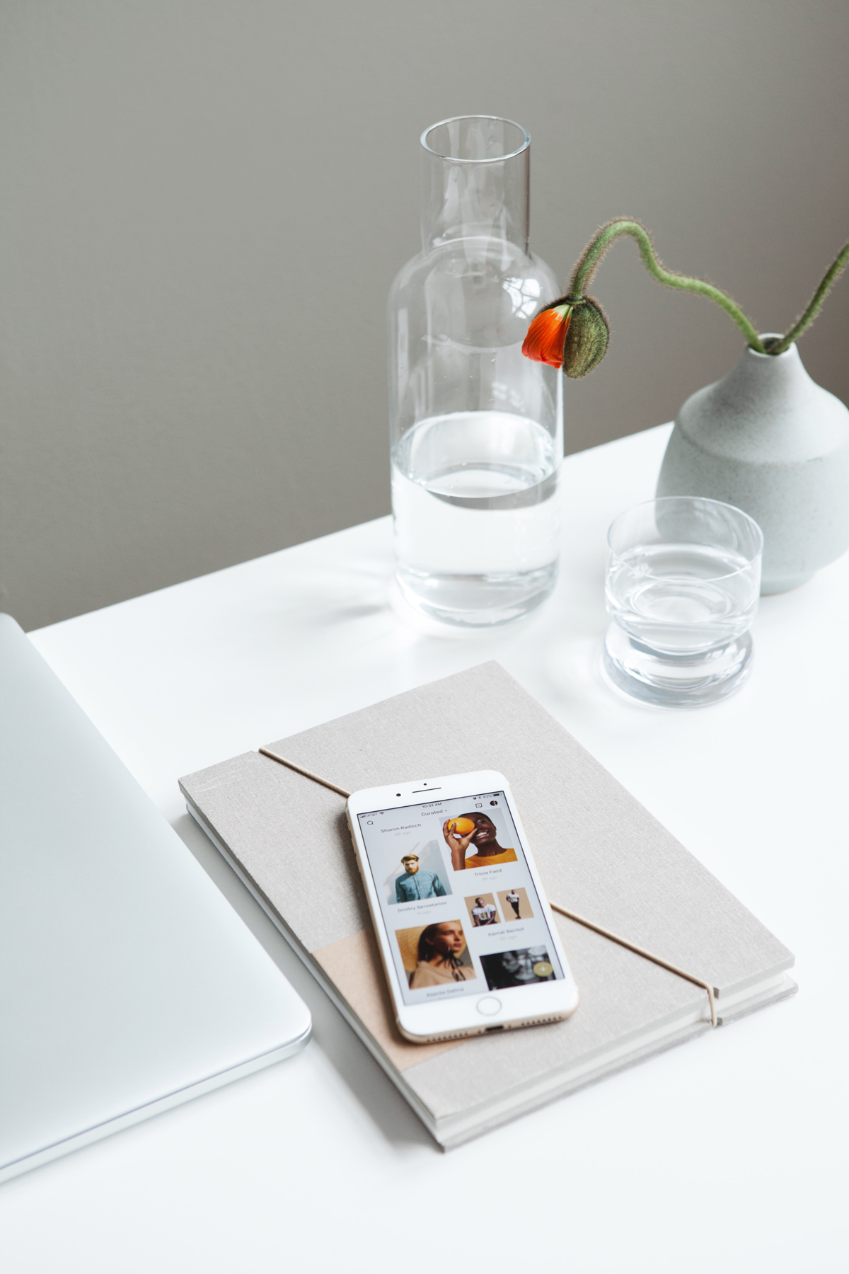 Artstel the next big platform for photographers, fashion and commercial photographers, mobile app, minimalist desk