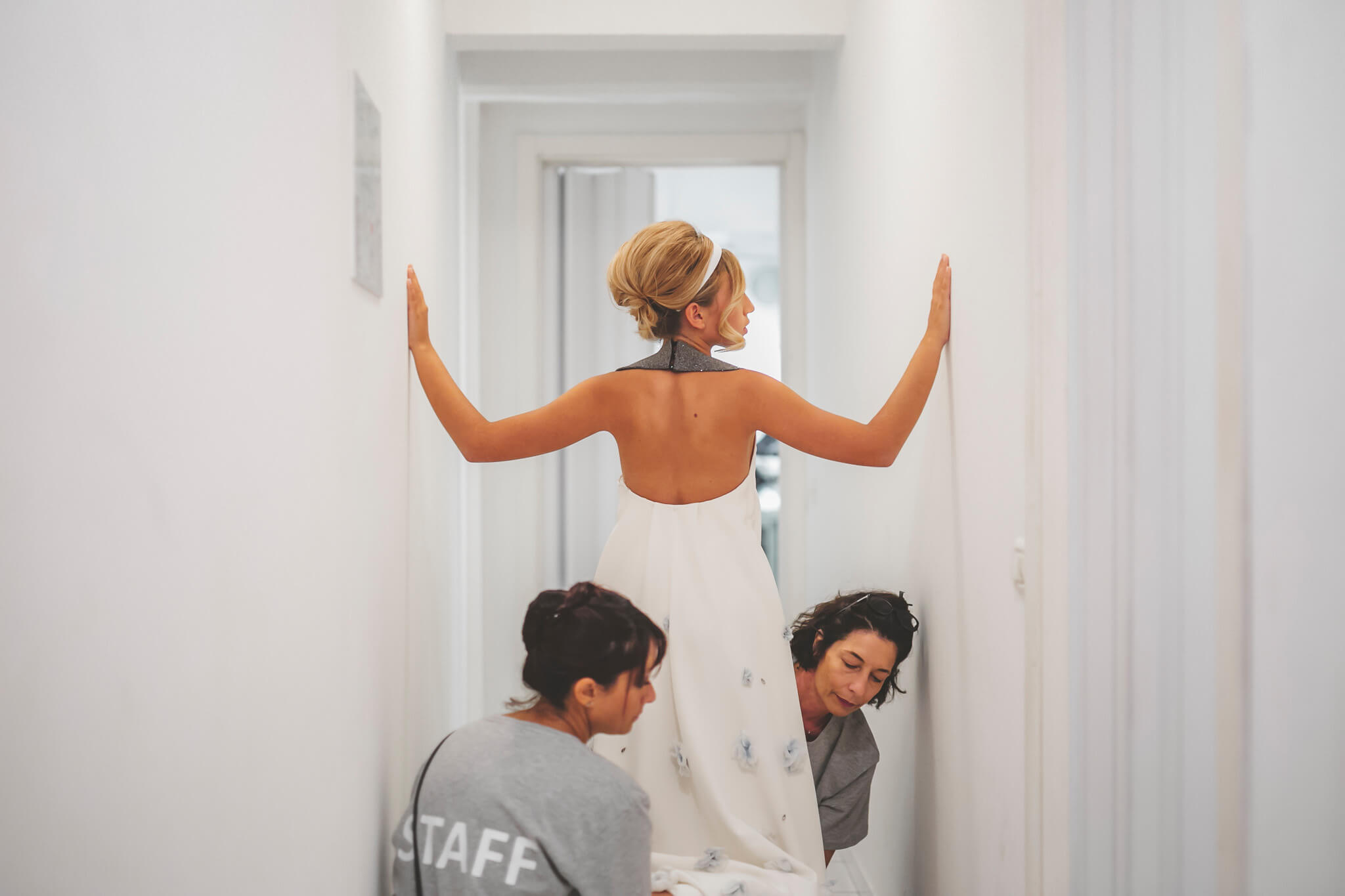 How to organize a styled photoshoot. Luca Ranja photography, bride getting ready