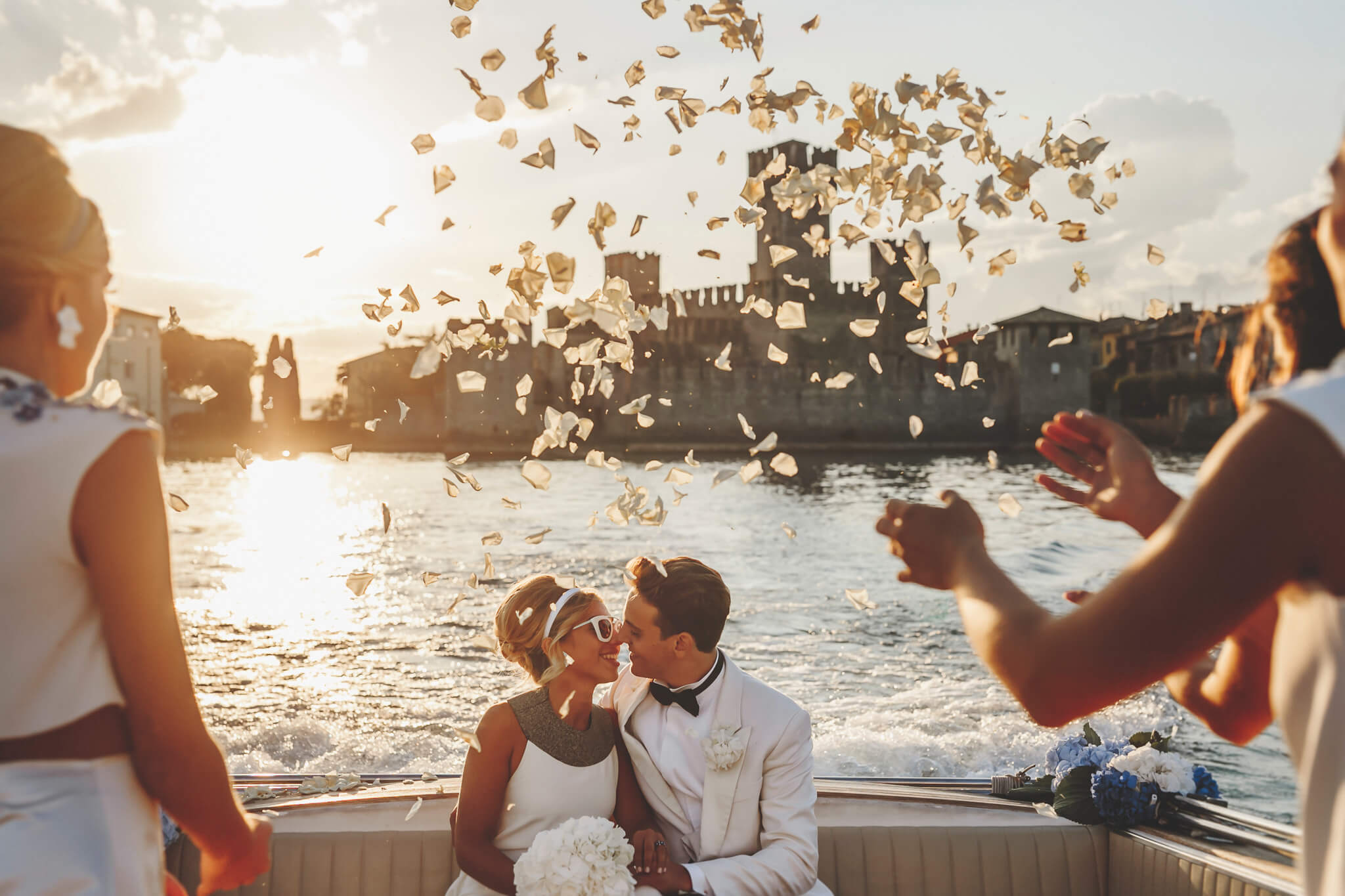 How to organize a styled photoshoot. Wedding photography, Italy, lake Como, Luca Ranja photography petals