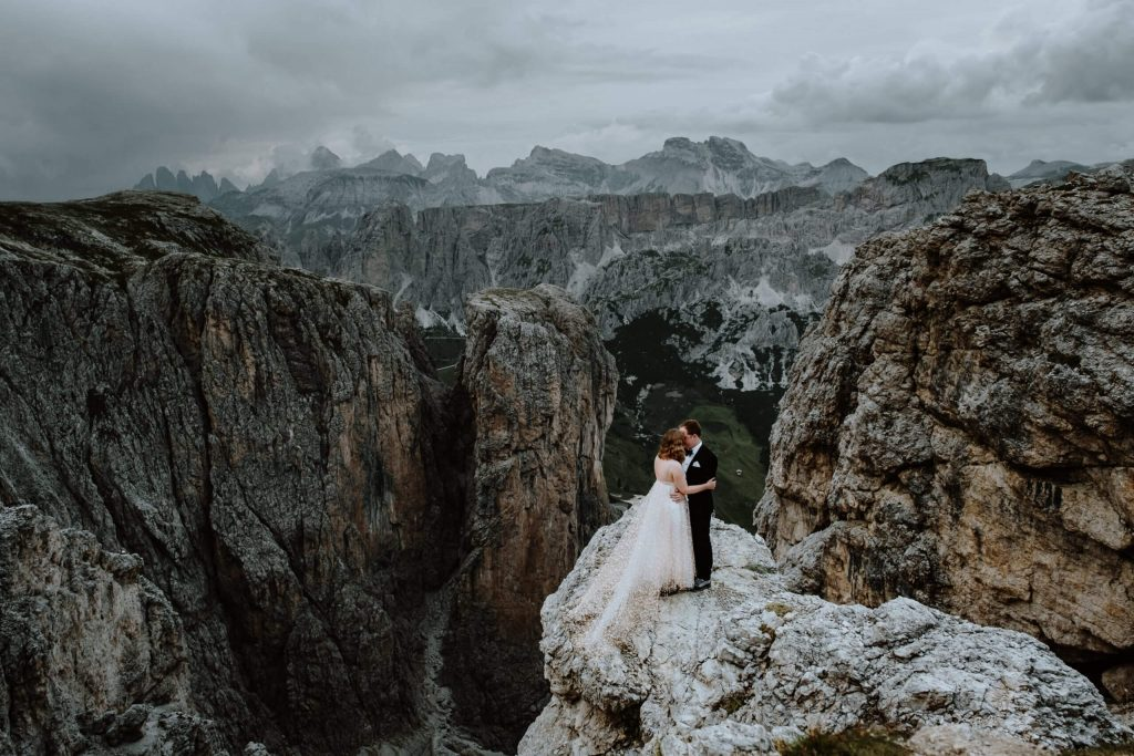 epic bride and groom photo in mountains Cat Ekelboom White Wild Connection Photography